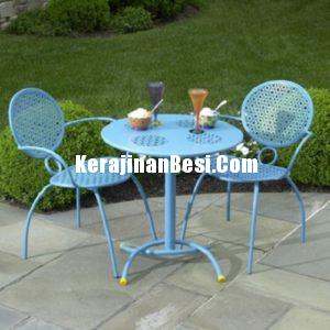 Iron Table Blue  Set Untuk Taman Vila